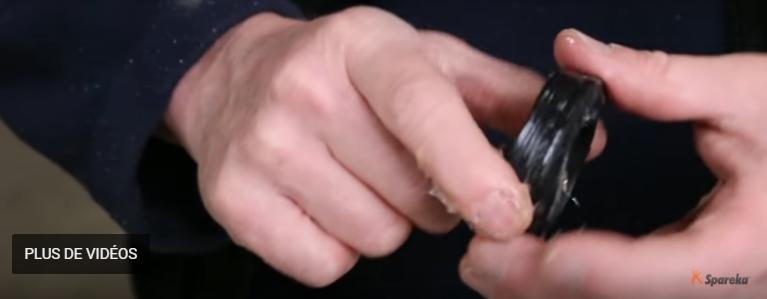 mettre une couche importante de graisse mécanique sur les parties intérieure et extérieure des roulements