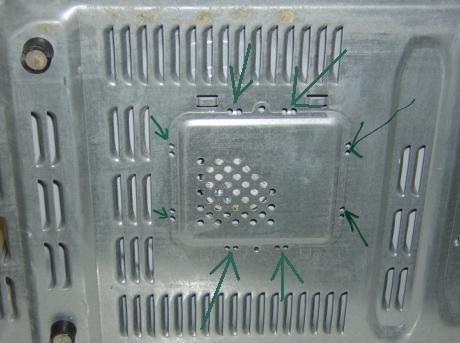 micro-ondes : dévisser la grille de protection